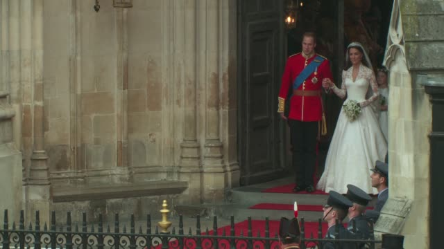 stockvideo's en b-roll-footage met their royal highnesses prince william, duke of cambridge and catherine, duchess of cambridge leave westminster abbey at the royal wedding departures... - westminster abbey