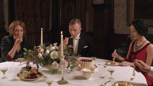 ms pan thelma furness and edward viii with wallis simpson dining / united kingdom - 皇族・王族点の映像素材/bロール