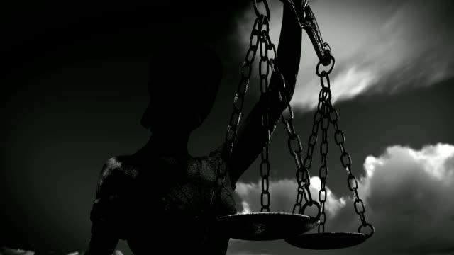 vídeos y material grabado en eventos de stock de themis con balanza y la espada - social justice concept