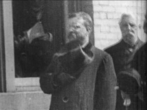 Theodore Roosevelt holding hat on chest at President McKinley's funeral / newsreel