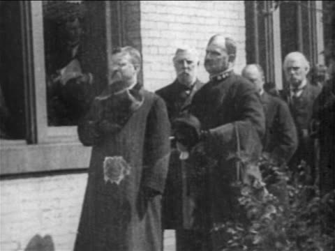 Theodore Roosevelt men with hats on chest at President McKinley's funeral / newsreel