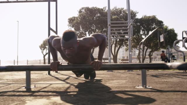 vídeos y material grabado en eventos de stock de hay muchos ejercicios en su rutina de entrenamiento - autodisciplina