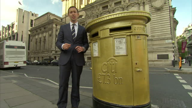 vídeos y material grabado en eventos de stock de there are new questions this evening about the privatisation of royal mail - after sky news established that some banks suggested the company could... - buzón postal