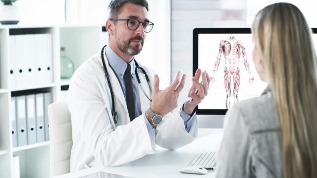 vidéos et rushes de il y a plusieurs façons de rendre vos os plus forts... - concepts