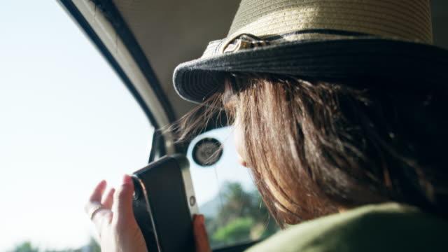 この道路の旅の壮大な景色があります。 - カメラ点の映像素材/bロール