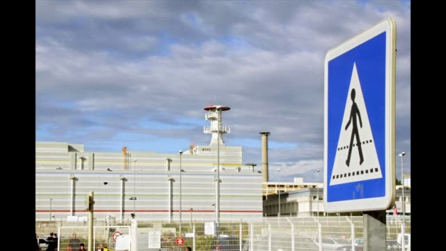 there was no radioactive leak following monday's explosion at a nuclear site in the south of france in which at least one person died, the french... - radiazione video stock e b–roll