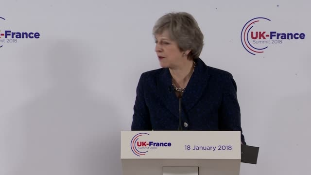 vídeos de stock e filmes b-roll de theresa may and emmanuel macron press conference england berkshire royal military academy sandhurst int boris johnson mp in audience / theresa may mp... - berkshire inglaterra