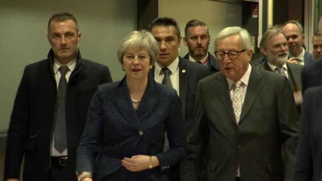 Theresa May and JeanClaude Juncker walk into European Commission ahead of summit on Brexit deal