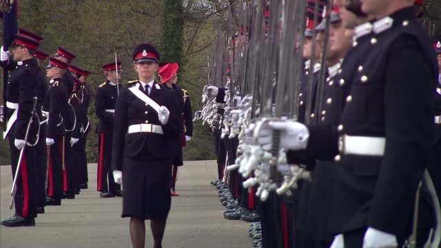 vídeos de stock e filmes b-roll de theresa may at royal military academy sovereign's parade sandhurst theresa may mp arriving / may onto podium / troops on parade ground / may... - berkshire inglaterra