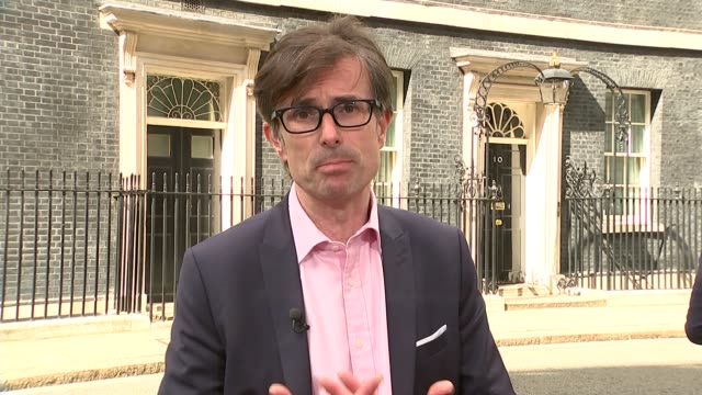 vídeos de stock e filmes b-roll de theresa may becomes new prime minister: handover of power; peston sot cutaways split screen on pab recording only, black on clean feed gir: int... - alastair stewart