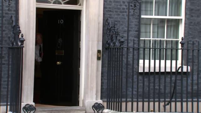 theresa may buys poppy from royal british legion england london downing street ext royal british legion arriving / phillip hammond mp arriving /... - フィリップ ハモンド点の映像素材/bロール