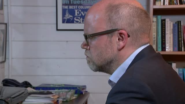 Theresa May completes cabinet reshuffle T26051722 / TX INT Various shots of Toby Young working at laptop computer in office END LIB