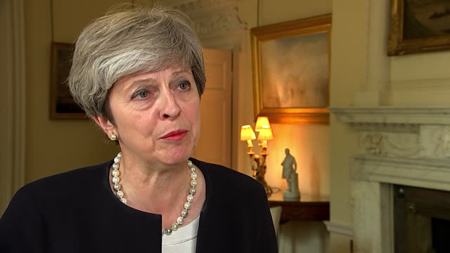 vidéos et rushes de theresa may condemning north korea's missile test over japan, and saying the uk will work with japan and other countries to put pressure on north... - arme nucléaire