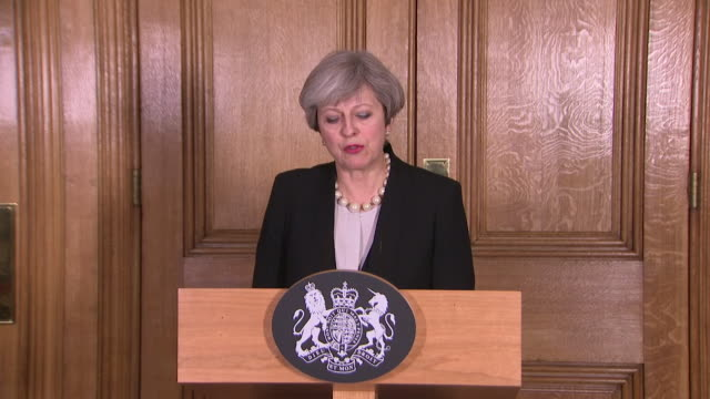 theresa may confirming the uk's threat level has been upgraded from 'severe' to 'critical' and that on assessment a further attack may be imminent... - pult stock-videos und b-roll-filmmaterial