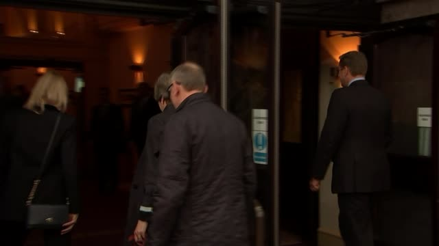 vídeos de stock, filmes e b-roll de theresa may faces new pressure from boris johnson over brexit ahead of conference england manchester ext theresa may mp along with her husband philip... - marido