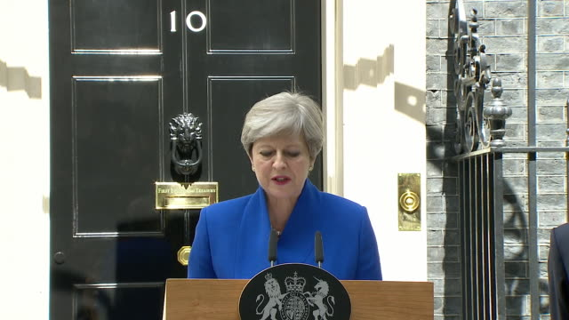 theresa may giving her speech outside downing street after the general election - allgemeine wahlen stock-videos und b-roll-filmmaterial