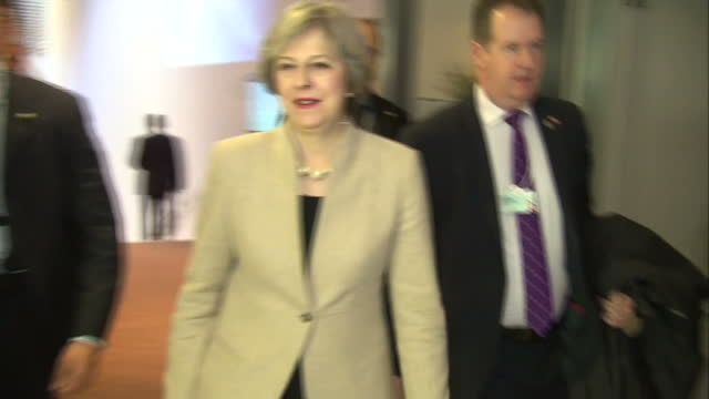 vidéos et rushes de theresa may has told the world economic forum in davos that the uk will be a 'world leader' on trade' but she's also been warned by european leaders... - ghosn