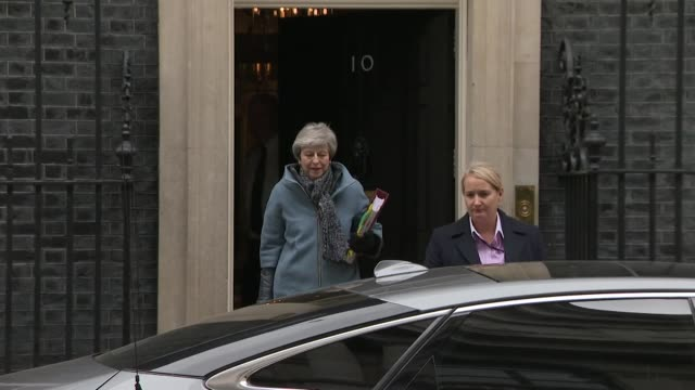 theresa may leaving 10 downing street on the day she told the conservatives, she would resign as prime minister if they back the brexit deal - britisches parlament stock-videos und b-roll-filmmaterial