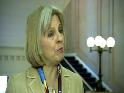 theresa may on government changes to alcohol pricing - suchtmittel abhängigkeit stock-videos und b-roll-filmmaterial