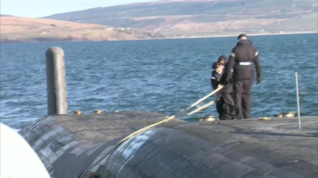 theresa may refuses to confirm prior knowledge of trident malfunction r04041310 / en route to faslane various of crew members standing on top of... - 三叉槍点の映像素材/bロール