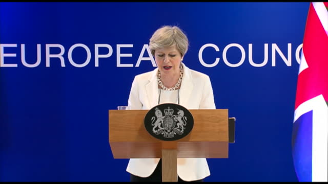 vidéos et rushes de theresa may saying she plans for eu citizens living in the uk to have certainty over their lives after brexit and that she wants the same for british... - pupitre