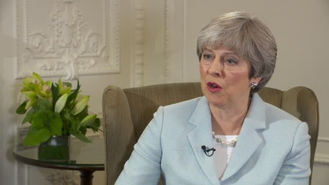 vídeos y material grabado en eventos de stock de theresa may saying the first round of negotiations showed a real spirit of communications between the uk and europe over brexit - brexit