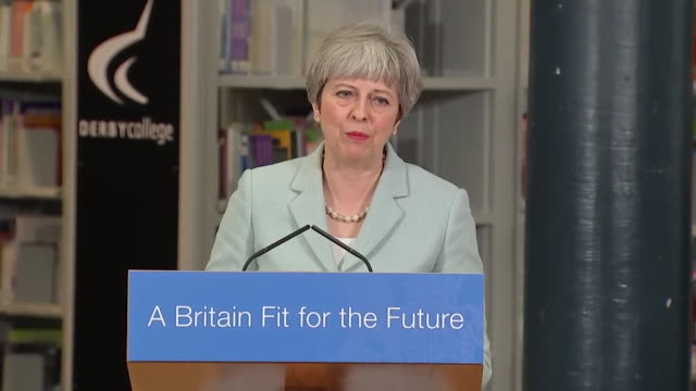 vídeos de stock, filmes e b-roll de theresa may saying the system in place for post18 education provides for every aspect of education - estudante universitária