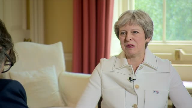 theresa may says she expects all ministers to 'sell' her brexit plan; england: london: downing street. int theresa may mp and reporter chatting and... - greater london stock videos & royalty-free footage