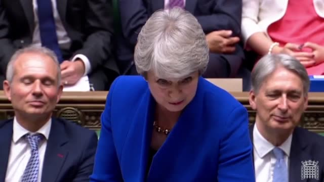 theresa may tells jeremy corbyn his time is up as labour leader during her final pmq session. theresa may will tender her resignation to the queen... - domande al primo ministro video stock e b–roll