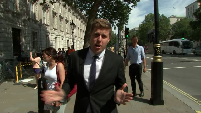 theresa may to tender official resignation as boris johnson prepares to be prime minister england london westminster whitehall ext reporter to camera... - fluggastbrücke stock-videos und b-roll-filmmaterial