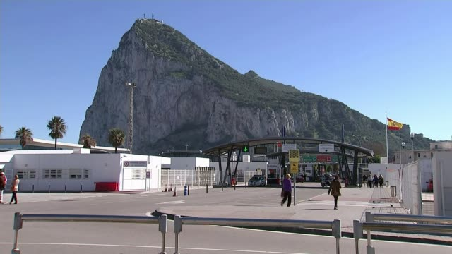 theresa may urged to protect gibraltar citizens amid suggestions spain could veto brexit trade deal theresa may urged to protect gibraltar citizens... - europäische union stock-videos und b-roll-filmmaterial
