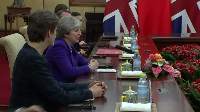 vídeos de stock, filmes e b-roll de theresa may visit aims to grow postbrexit trade beijing photography *** prime minister theresa may mp meeting chinese premier xi jinping and posing... - marido