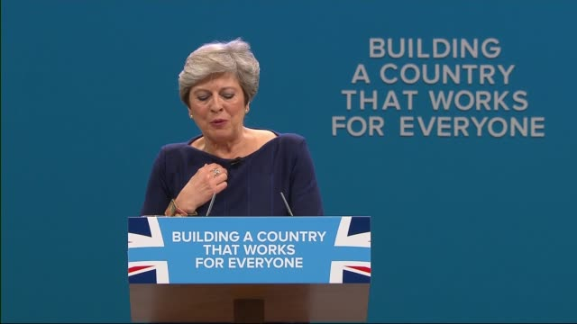 vídeos de stock, filmes e b-roll de theresa may vows to carry on amid rumours of leadership challenge 410207 / t04101706 conservative party conference int various shots of theresa may... - tossindo