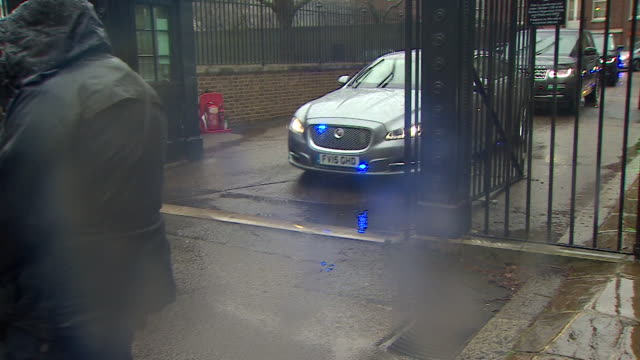theresa may's motorcade leaving downing street on the way to davos switzerland for the world economics forum - theresa may stock-videos und b-roll-filmmaterial