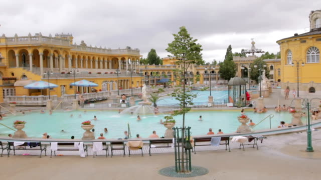 stockvideo's en b-roll-footage met thermal bath pool and spa, budapest - thermaalwater