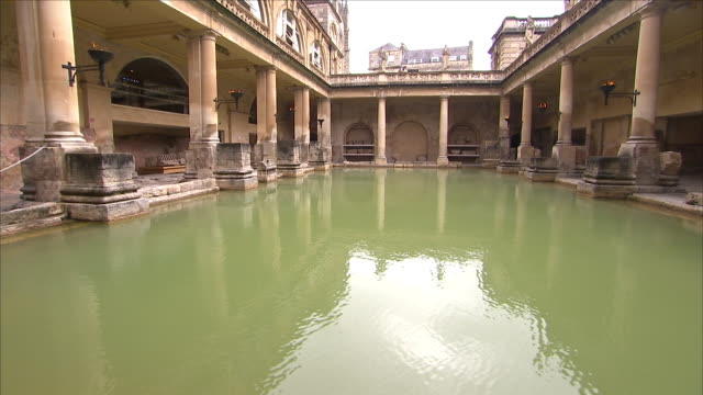 thermal hot springs of baths and romanesque statue - thermalquelle stock-videos und b-roll-filmmaterial
