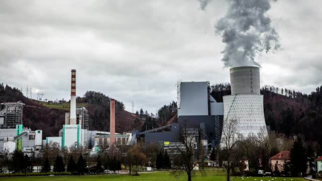 T/L Thermal power station expelling smoke