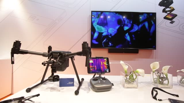 vídeos de stock e filmes b-roll de thermographic exhibition at the flir's stand during the mobile world congress , the world's biggest mobile fair, on february 28, 2018 in barcelona.... - maior