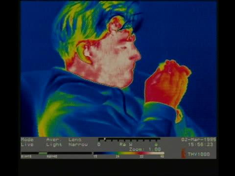 vídeos de stock e filmes b-roll de thermographic image, cu man smoking cigarette - cigarro