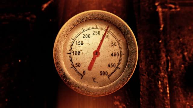 vídeos y material grabado en eventos de stock de termómetro muestra aumento de temperatura a cientos de grados centígrados - dial