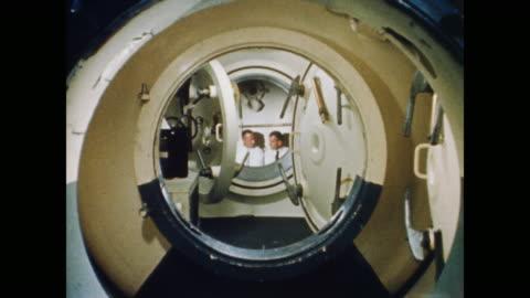 vídeos y material grabado en eventos de stock de they spend two hours at three percent carbon dioxide to learn to tolerate the higher levels - misión espacial