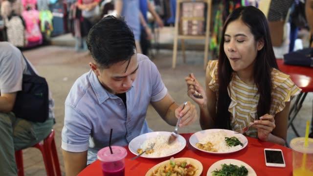 vídeos y material grabado en eventos de stock de está encantados de la cocina china - oriental asiático e indio
