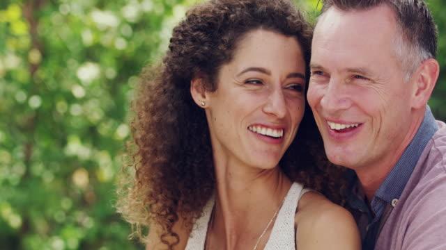 vídeos de stock e filmes b-roll de they're romantics at heart - casal de meia idade