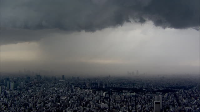 Thick cumulonimbus hangs over downtown Tokyo/Shot from the Tokyo Skytree on May 92014