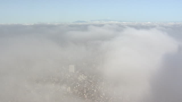 thick fog over tokyo, shot from skytree, japan - 環境問題点の映像素材/bロール