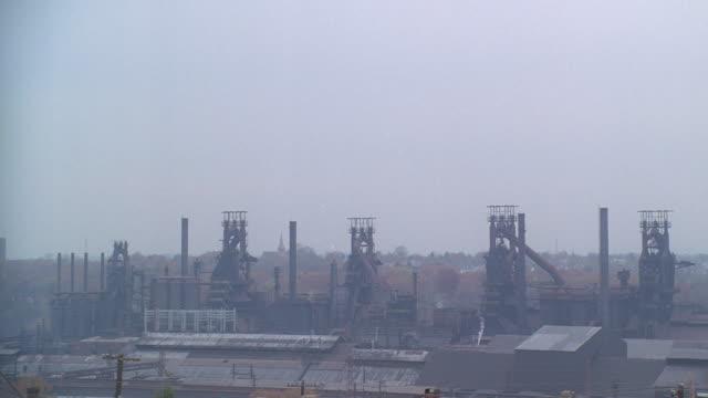 a thick haze settles over a steel mill in scranton, pennsylvania. - pennsylvania stock videos & royalty-free footage