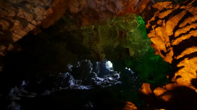 vídeos de stock, filmes e b-roll de thien cung cave. - grotto cave