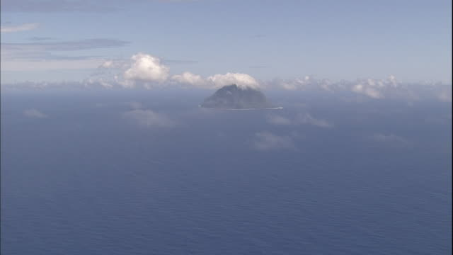 thin clouds float over the pacific ocean and kita iwo jima island. - iwo jima island stock videos & royalty-free footage
