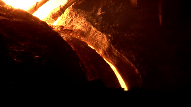 Thin stream of the molten metal