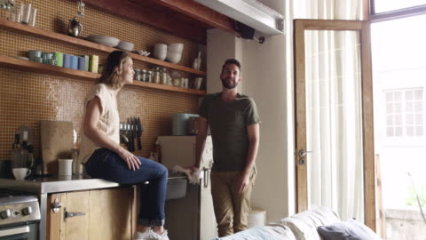 tycker det är dags att expandera? - lägenhet bildbanksvideor och videomaterial från bakom kulisserna